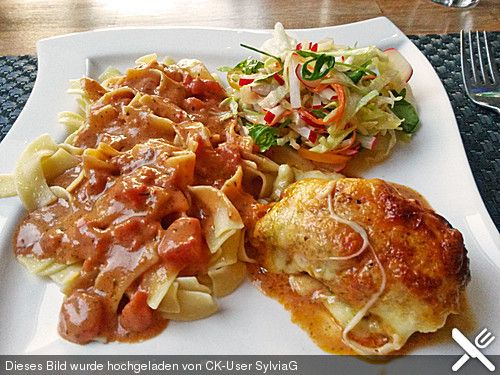 Gefüllte Hähnchenröllchen mit Pesto, Feta und Schinken  à la Toscana, ein beliebtes Rezept aus der Kategorie Geflügel. Bewertungen: 54. Durchschnitt: Ø 4,5.