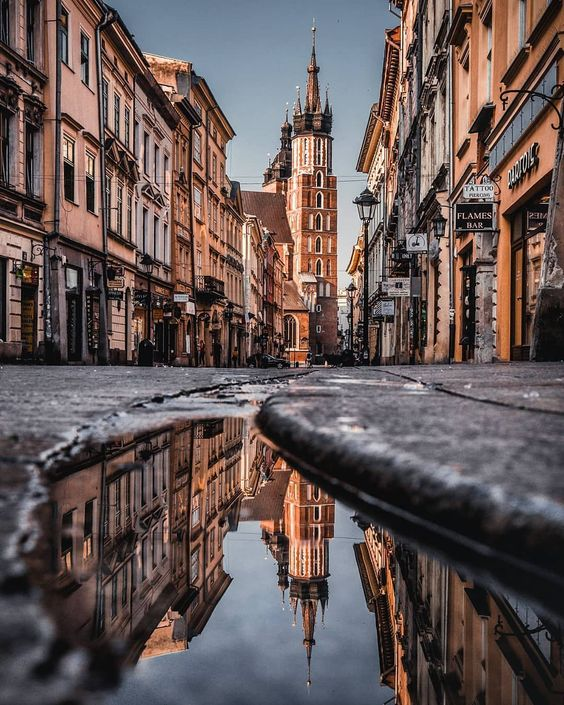 Stunning #reflection in #Krakow by @rale_p