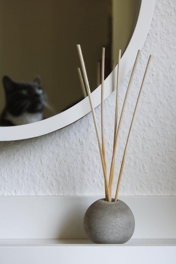 Betonvase oder Duftstäbchen Halter rund kugelförmig DIY Anleitung
