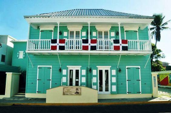 La Casa Museo General Gregorio Luperón, con su arquitectura al estilo victoriano, se ha convertido en un atractivo cultural, histórico y turístico, cuyo fundamento primario es destacar la figura del héroe Nacional General Gregorio Luperón y gestor de la Restauración de la República Dominicana.