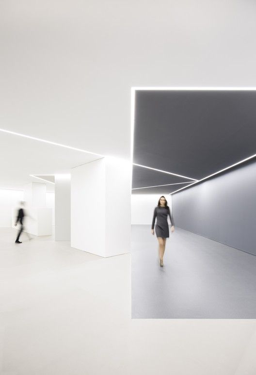 Gallery Of Arv Office Fran Silvestre Arquitectos 16 Colorful Office Design Corporate Interior Design Minimalism Interior