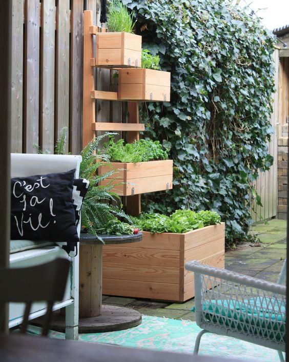 Hochbeet für Garten und Balkon, aus Lärchenholz, Stadtgarten / urban gardening: wooden high bed made by Mojo Garten via DaWanda.com