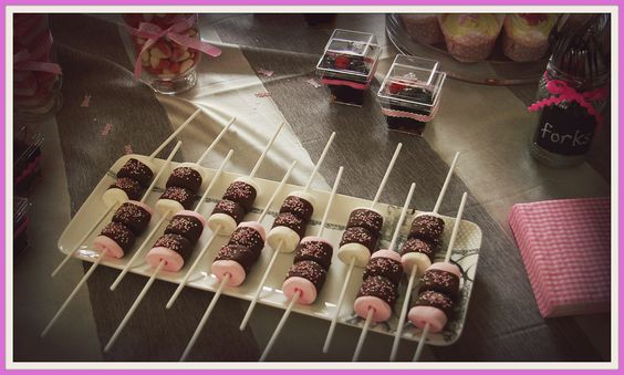 Marshmallows dipped in Chocolate with pink sugar sprinkles... Looks beautiful and what a nice treat... so easy to make :) I had about all of them...