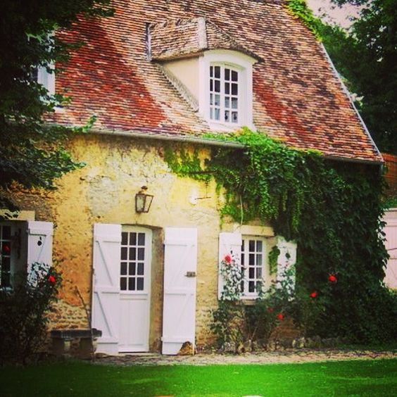 SHARON SANTONI (@sharonsantoni) | We stayed in Sharon's lovely guest cottage during our visit to France in July. There are no words to describe the beauty of her home, the cottage and Sharon herself.