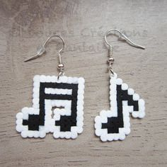 Bijou boucles d'oreilles musique, note de musique, perle hama bead, 8 bit pixel art, enfant femme fille,