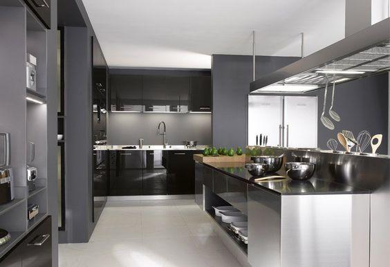 Avec Le Bon Materiel Chr Optez Pour Une Cuisine D Inspiration Professionnelle Design Et Fonctionnelle Cuisines Design Cuisine Moderne Meuble Inox