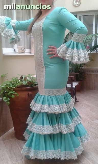 . Se vende traje de flamenca de un solo uso, talla 44 color verde agua con encajes beig. Atiendo whatsap 120€