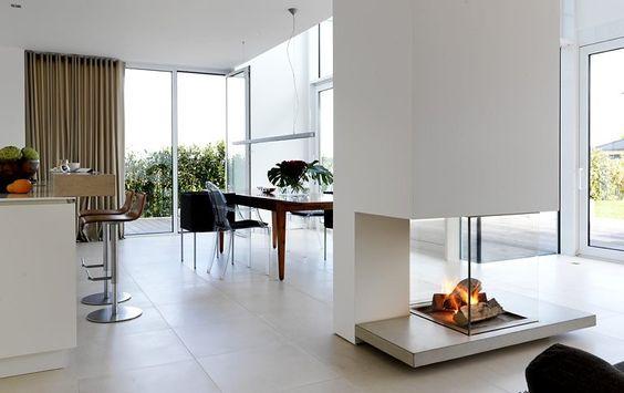 1 Platz Kubisches Wohnhaus Ganz In Weiss Flachdachhaus Schoner Wohnen Und Wohnen