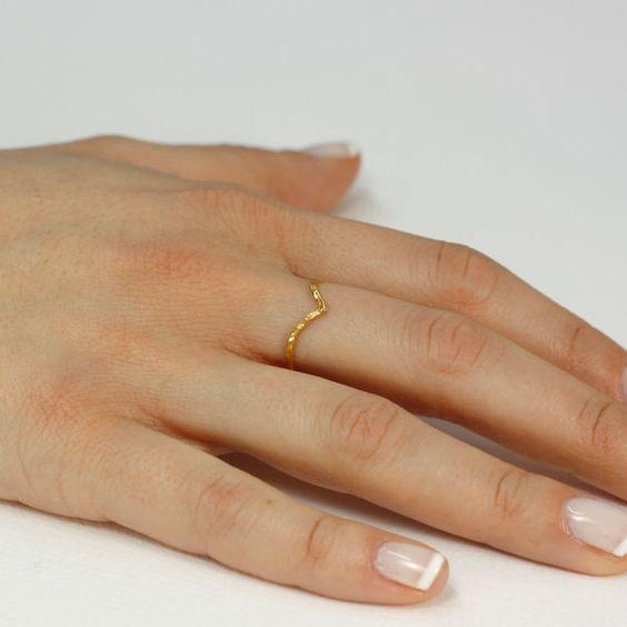 V hammered gold ring 14K solid gold skinny by KyklosJewelryLab