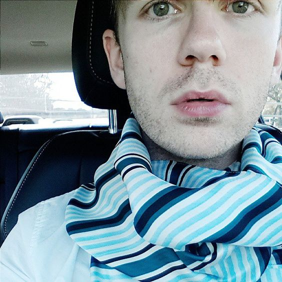Cool tone stripes // Lost myself in sky blue #fashionblogger #styling #scarflover #gaystyle #instagay #whatiwore #silkscarf