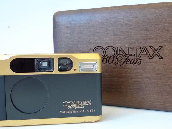 Contax T2 Gold Collezione -  euro 1500,00ù corpo macchina rifinito in oro - modello di lusso della famosa compatta di prestigio Contax / Yashica - Kyocera, realizzato per festeggiare il 60° anniversario dal lancio dei sistema Zeiss Ikon Contax (1932 – 1992) - disponibile dal 1992