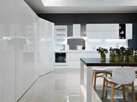 disporre i mobili in cucina angolare potete creare una parete di colonne dispensa e sull