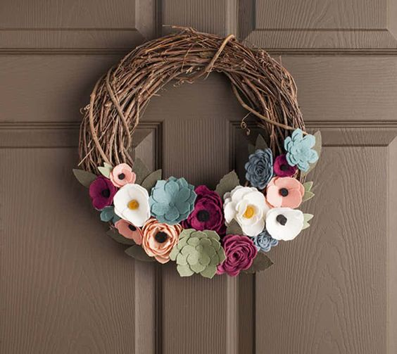 This felt wreath is a show stopper!
