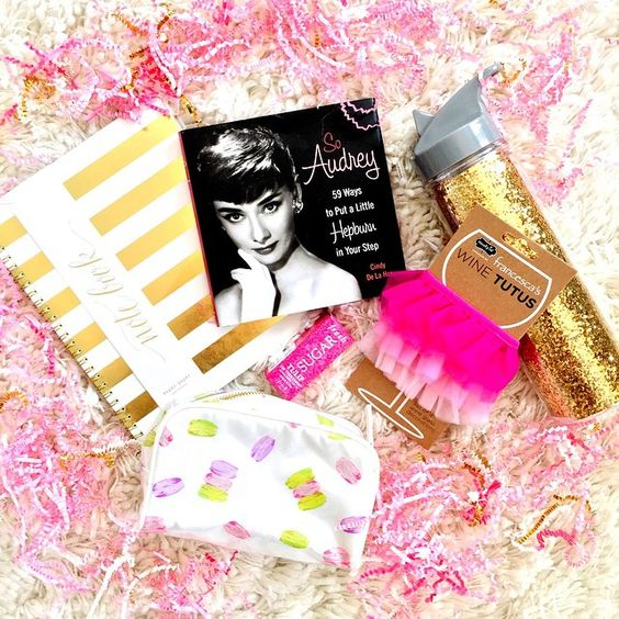 • UPDATE: the winner is @p810_brooks!!! I will DM you and have these goodies sent to you ASAP!! • It's GIVEAWAY Time!! ✨ In honor of I Believe in Pink's blog re-design, I'm giving away a few items that inspired the new look (read more about the items on the blog)! To enter to win everything pictured, all you have to do is:  1. Like this photo 2. Make sure you're following me (@amybelievesinpink) 3. Tag 3 of your girlfriends who you think would adore these items as well!  4. For an extra e...