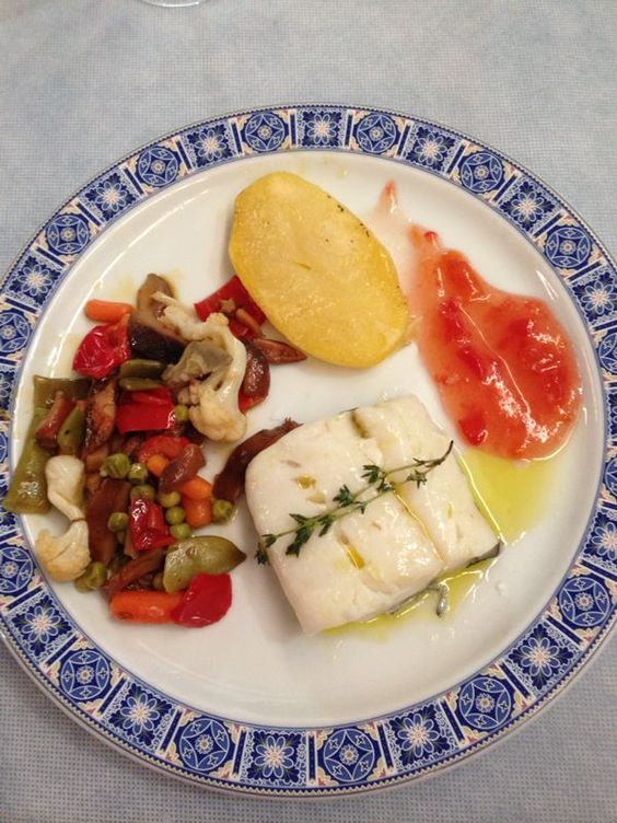 Lomo de bacalao plancha acompañado confitura de tomate. http://www.lagambadeoro.es