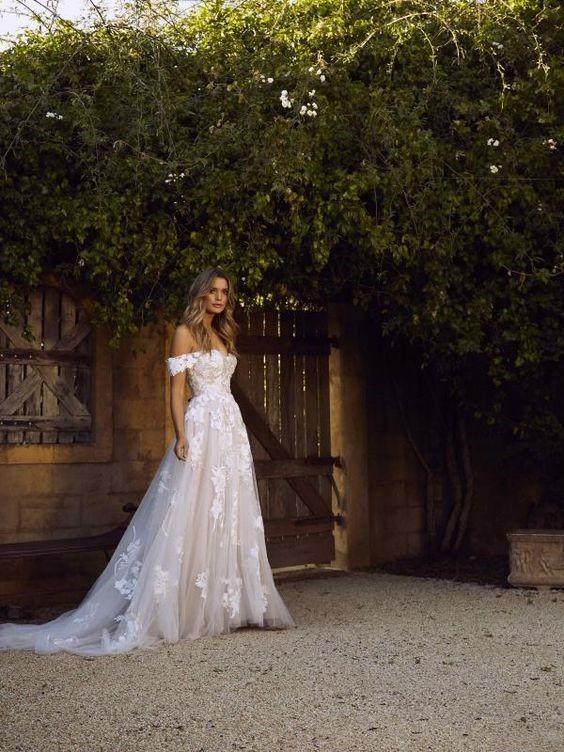 41 Inspiring Backyard Wedding Ideas For An Inexpensive Wedding Cute Backyard Wedding Dresses Wedding Dresses Wedding Dresses Simple