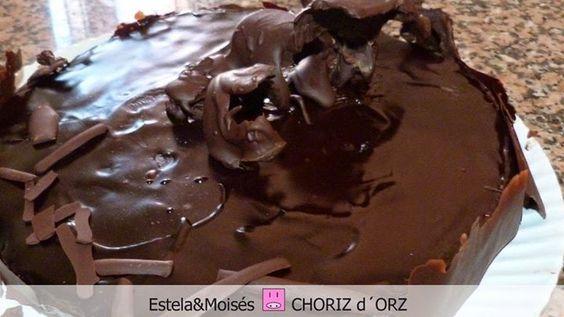 Harto de recetas sencillas y que todo sea super fácil. Pues aquí tienes una tartaza clásica para chocoladitctos.  http://choriz-d-orz.blogspot.com.es/2014/09/tarta-sacher.html