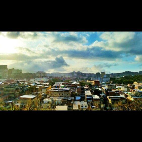 """#23deEnero #Caracas  #Venezuela #serie #photografylovers #Paisajes #barrio #Atardecer"" Photo taken by @beruskajt on Instagram, pinned via the InstaPin iOS App! http://www.instapinapp.com (02/20/2015)"