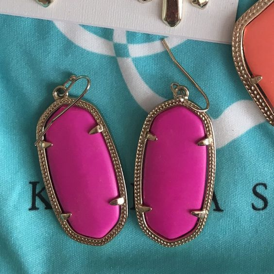 Kendra Scott magenta Elle's Like new. So cute! Don't wear enough to keep. Kendra Scott Jewelry Earrings
