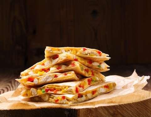 Préparez votre farce avec un reste de poulet rôti coupé en dés, de la mozzarella râpée, 1 avocat cou... - 750 grammes