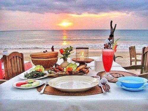 المطعم الرومانسية في المنطقة جيمبران في جزيرة بالي اندونيسيا الطولة على الرمال الأبيض 6282388926353 سواق في بالي اندونيسيا