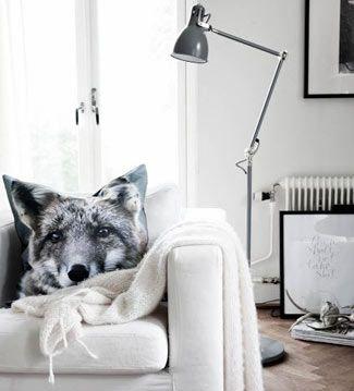 Los accesorios con prints de animales están más de moda que nunca. No desaproveches la oportunidad de decorar tus espacios con cojines de perros, gatos, ciervos...