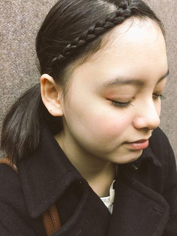 前髪を三つ編みにしている渡邊璃生の画像
