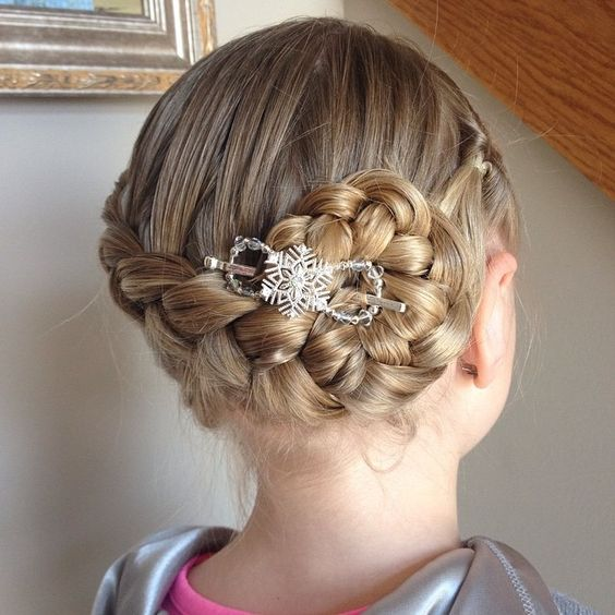 Same hair different accessory! So much you go do! This is the clip my girls call Elsa. ❄️❄️❄️⛄️. #frozen #instahair #instabraid #elsa #snowflake #sparkle #silver #lillarose #flexiclip #flexi8