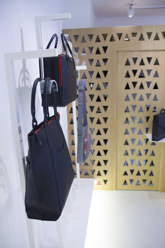 6 rue de la Vrillière 75001 Paris  http://anonyme-paris.fr