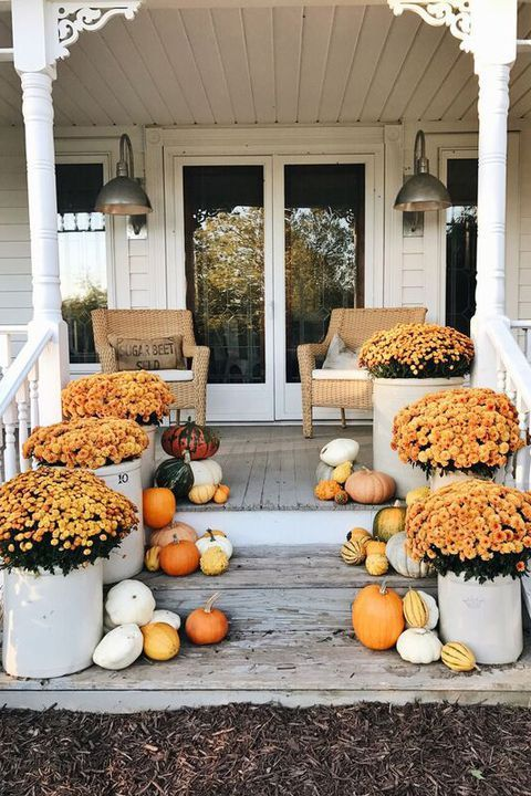Use color coordinating flowers and gourds to welcome guests up the steps and into your home. #fall #homedecor #homestyle #home #diy #decorgoals