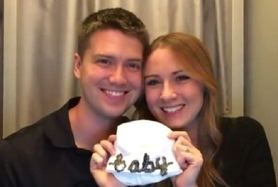 The Way This Expectant Mom Told Her Husband She's Pregnant is Priceless http://www.lifenews.com/2015/01/13/the-way-this-expectant-mom-told-her-husband-shes-pregnant-is-priceless/
