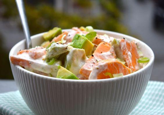 Zeg maar dag tegen die good old bak vette aardappelsalade, hello healthy variant met zoete piepers! Deze light aardappelsaladeis zoveel gezonder dan de kant-e