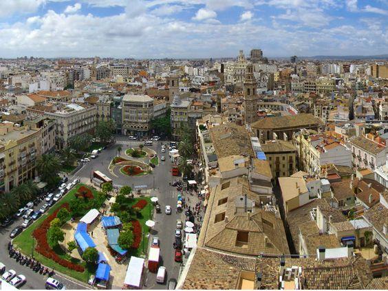 La película Cien Años de Perdón gabó la mayoria de sus escenas por las calles de #Valencia. Todo un recorrido por la ciudad repleto de acción y mucha tensión