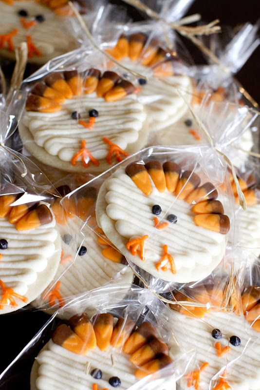 thanksgiving turkey cookies. love the candy corn feathers.