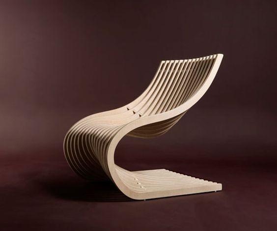 Der Stuhl in elegantem Weiß