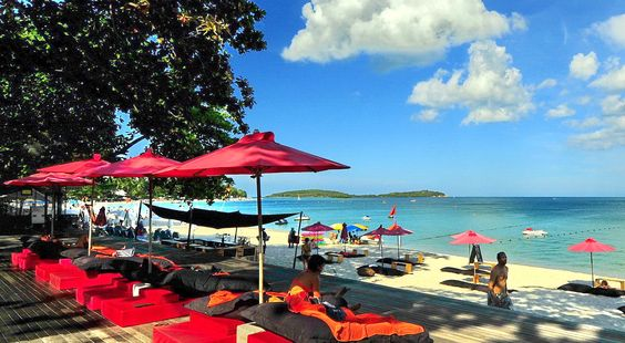 Best 5 Star Hotels on Chaweng Beach | The Library Samui