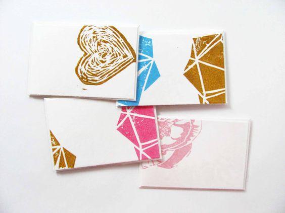 Set (no.003) van 4 gevouwen kaarten & passende envelop, bedrukt met zelfgemaakte stempel