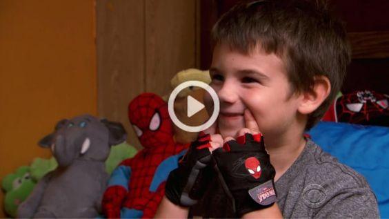 Apesar de ter ficado órfão aos 6, ele tem um objectivo de vida: recolher 33000 sorrisos.