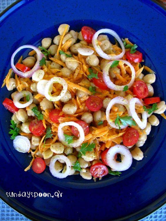 Πολύχρωμη σαλάτα με ρεβύθια και καρότο. Μ' αυτή τη σαλάτα θα αγαπήσεις τα ρεβύθια! Δυναμωτική, πεντανόστιμη και ιδανική για υγιεινή διατροφή.