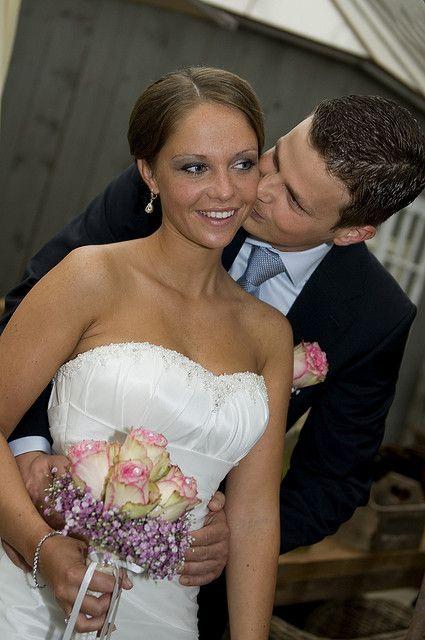 Vandaag zijn ze getrouwd een mooi en verliefd stelletje pech met regen maar we hadden een mooie - Hoe een lange smalle gang te versieren ...