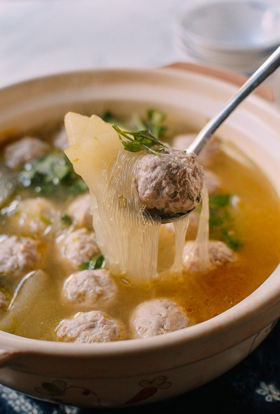 Chinese Winter Melon Soup with Meatballs