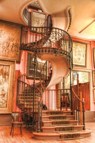 amazing staircase! I'd change the coloring though! Lol
