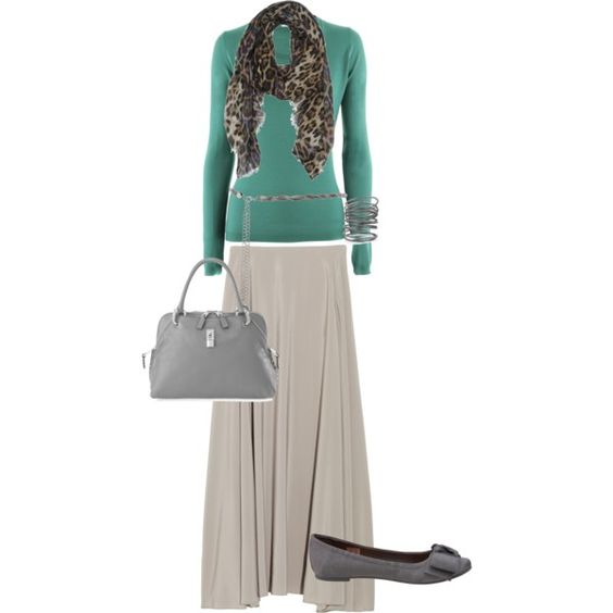This is so modest, beautiful and simple...I want this very same outfit soon. Minus the scarf