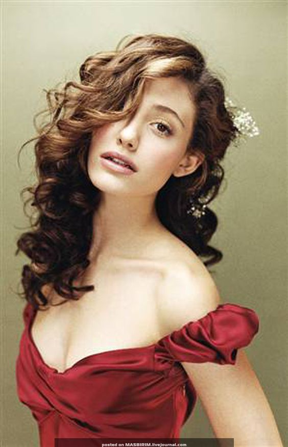 Emmy Rossum. I'm not so into her acting aside from The Phantom of the Opera, but her vocal chords are amazing. She is also very easy on the eyes.