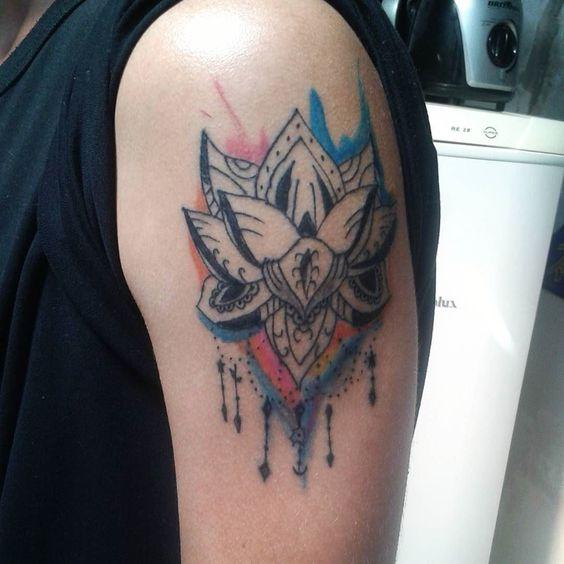 Tattoo cicatrizada. Primeiro trampo em aquarela #tattoo #tattooworld #cores #aquarelatattoo #aquarela #eletrickink by l.a.tattoos