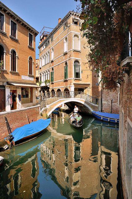 Venice : Ponte del Piovan o de Volto / Rio dei Miracoli