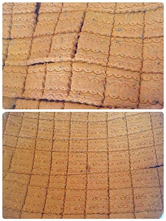 ビスケットとクラッカー クッキーの定義がわからない グラノーラパウダーで2種類焼きました。ダイエットバージョン ノーマルバージョン