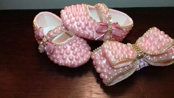 sapatinhos de bebê de perolas