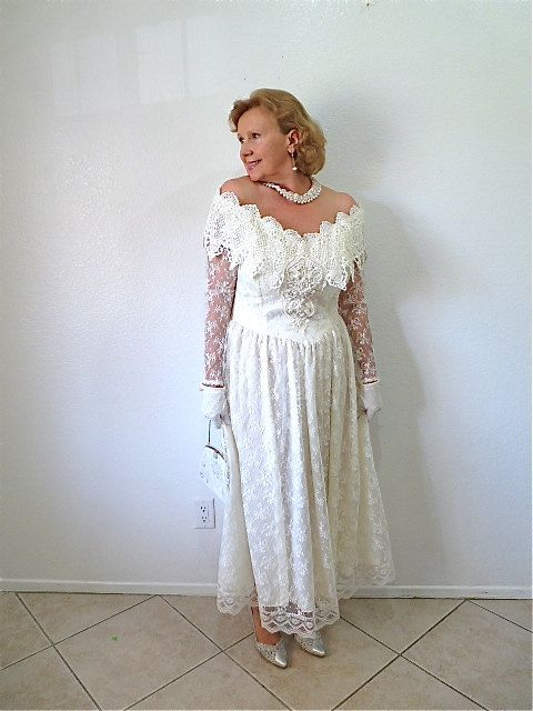 Vintage 80s Wedding Dress Lace Bridal Gown by KMalinkaVintage, $248.00