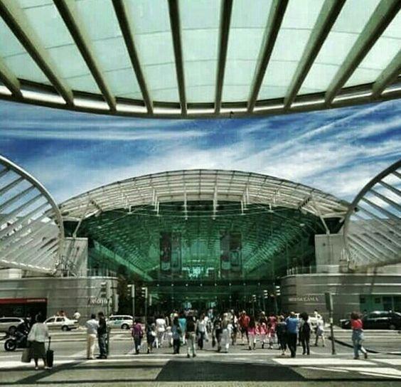 Centro Vasco da Gama visto da Gare do Oriente,  Lisboa,  Portugal.